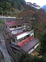 大迫ダム右岸にへばりつく様に建つ入之波温泉湯元 山鳩湯Akiyoshi's RoomPB242548.jpg