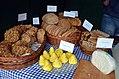 02017 1281 Hirschhornsalzkuchen , Galizisches Sodabrot, Gomolka-Käselaibchen, Karpatischer Geschmack-Kirmes 2017.jpg