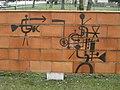 1220 Hartlebengasse 15-17 - Ausschnitt (5) aus Terrakottawand Technische Parolen von Kurt Moldovan 1963 IMG 9535.jpg