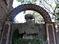 133 Torre Pallaresa, jardí, font grotesca.JPG