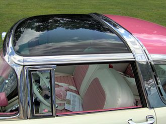 Ford Fairlane Crown Victoria Skyliner - detail of the Skyliner roof panel