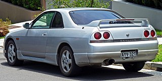 320px-1993-1996_Nissan_Skyline_(R33)_GTS