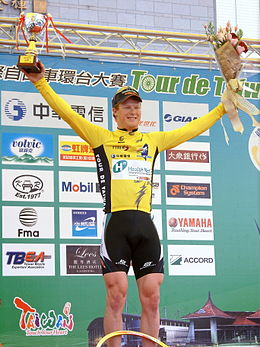 2008TourDeTaiwan Stage8 John Murphy with Yellow Jersey.jpg