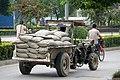 20090926 Traktor na ulicy miasta Suzhou 1131 6221.jpg
