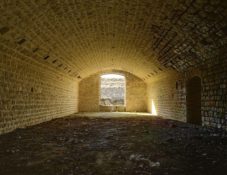 This file was uploaded  with Commonist.    Fort du Lomont: chambrée au premier étage du réduit (HDR).