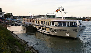2011-08-02 Bonn Swiss Diamond Flussschiff.jpg