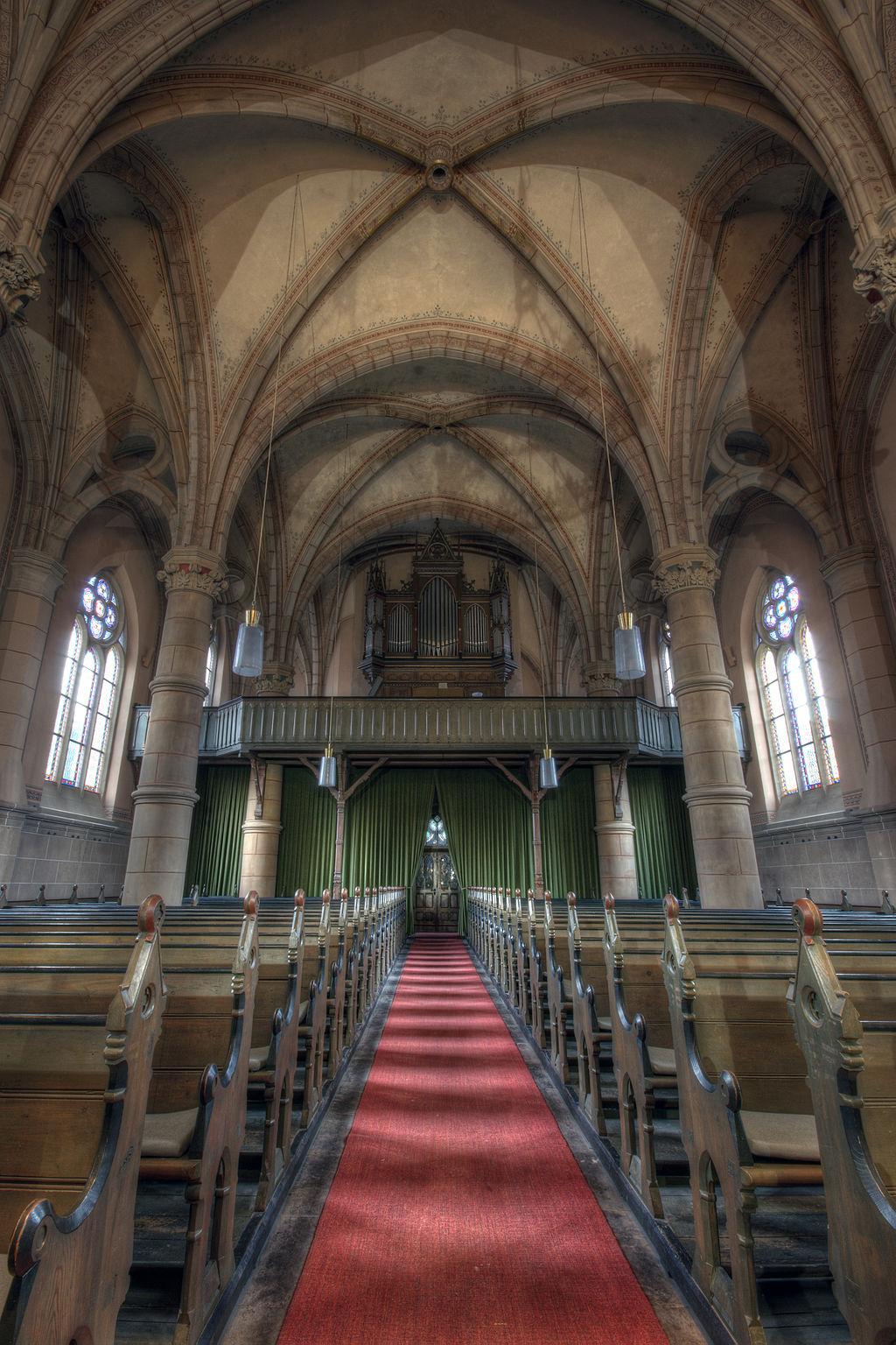 1024px-20110119_120134_Wanfried_ev.Kirche_Eingang-Orgel_m.Licht.jpg