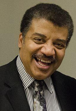 2014 Dr. Neil deGrasse Tyson Visits NASA Goddard (14339308834) (cropped to Tyson collar)