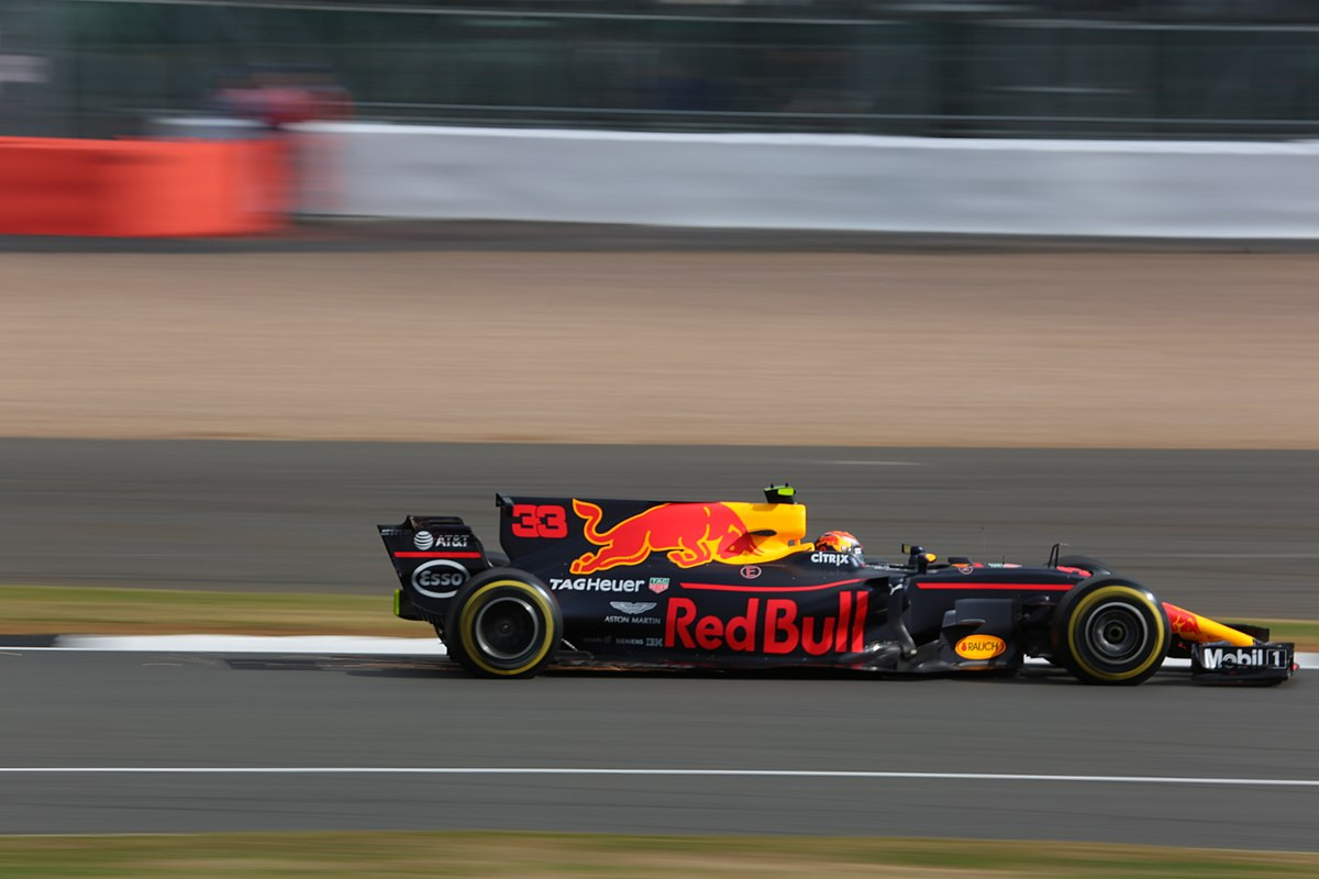 Red Bull Racing >> Red Bull RB13 - Wikipedia