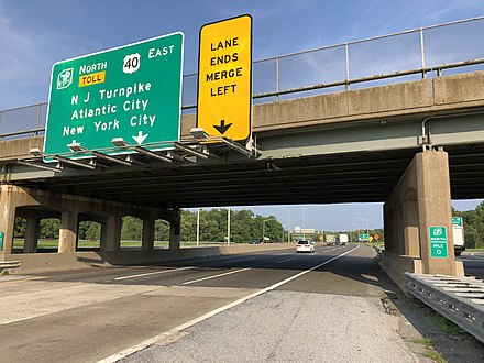 Signage at the southern end of the turnpike on I-295/US 40 in Pennsville Township 2018-08-15 17 35 04 View east along U.S. Route 40 and north along New Jersey State Route 700 (New Jersey Turnpike) just northeast of the exit for Interstate 295 in Pennsville Township, Salem County, New Jersey.jpg
