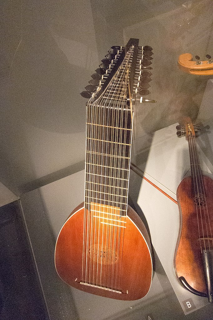 File:23-string lute, MfM.Uni-Leipzig.jpg - Wikimedia Commons