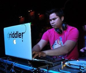DJ Riddler - DJ Riddler performing live.