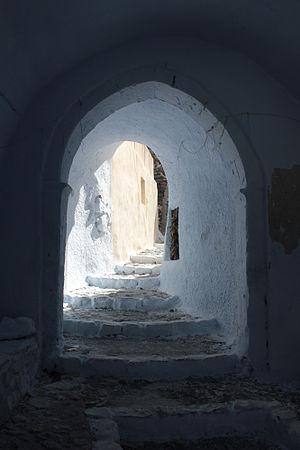 Pyrgos Kallistis - Image: A passage in Pyrgos Santorini