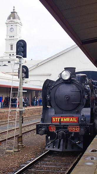 Ballarat railway station - A2 986 locomotive at platform two