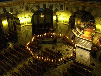 Chrysotriklinos - Interior of the octagonal Palatine Chapel in Aachen, which was modelled on the Chrysotriklinos.