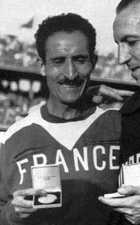 Alain Mimoun, vainqueur du marathon de Melbourne, en 1956