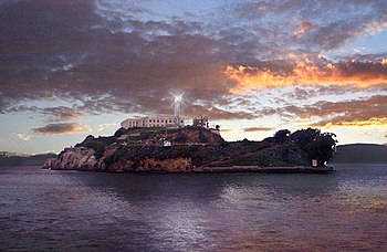 English: The lighthouse on Alcatraz Island, Sa...