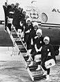 Alle stewardessen van Oostenrijkse luchtvaartmaatschappij krijgen nieuw uniform , Bestanddeelnr 915-9477 (cropped).jpg