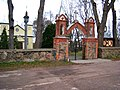 Antašava, bažnyčia, vartai.JPG