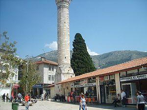Antakya Şehir merkezinden, arka planda Habib-i Neccar Dağı