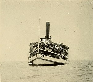 As near as I can tell there were five hundred persons on board (fishing, New York, 1913).jpg