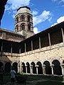 Auvergne Lavaudieu Abbaye Cloitre - panoramio.jpg