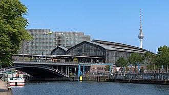 Berlin Friedrichstraße station - Image: Bahnhof Berlin Friedrichstraße Detailansicht