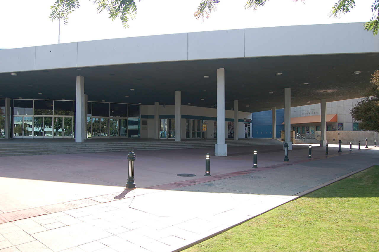 1280px-Bakersfield_Convention_Center_Entrance.jpg