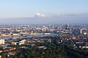 Metropolitan regions in Germany - Image: Ballonfahrt über Köln Deutzer Hafen, Rhein, Rheinauhafen, Altstadt RS 4106