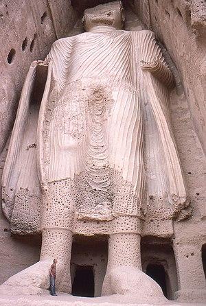 English: Smaller Bamyan Buddha from base, Afgh...