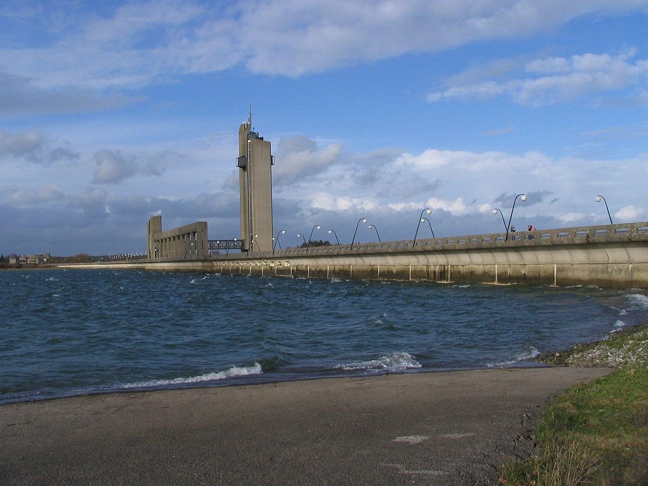 File barrages de l 39 eau d 39 heure barrage de la plate wikimedia commons - Barrage de l odeur ...