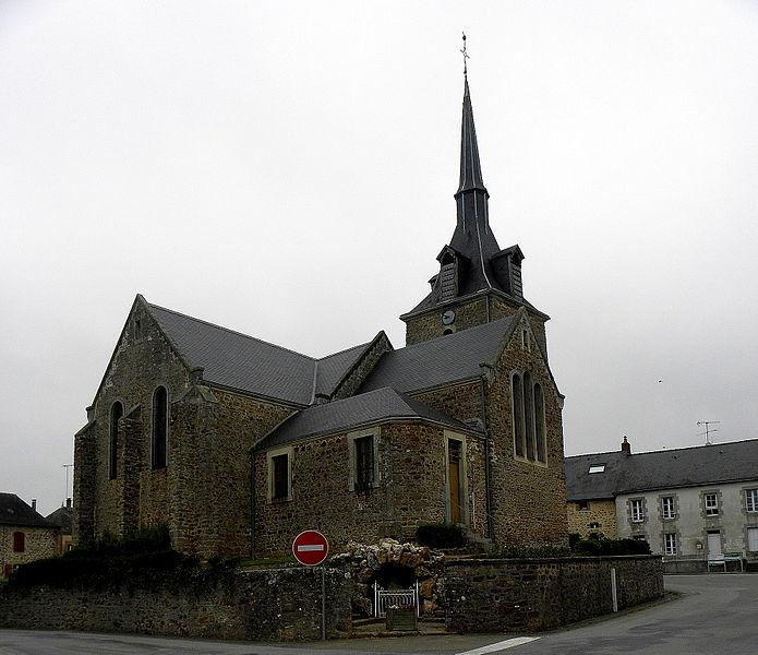 Église de la Sainte-Trinité de Beaulieu-sur-Oudon (53). Chevet et flanc sud.