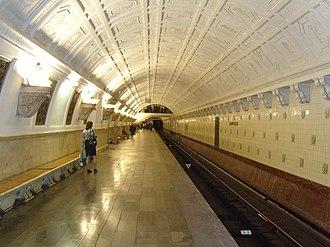 Belorusskaya (Koltsevaya Line) - Image: Bel Kol way