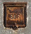 Bidule EDF rouillé sur un garage rue Bataille (Lyon).jpg