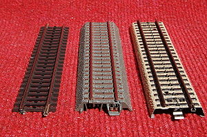 Märklin - Märklin system with contact studs located in the middle of the tracks
