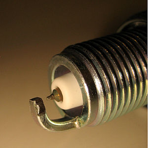 Spark plug - Central and lateral electrodes