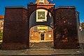 Brama kościoła św. Józefa oo. Oblatów dawniej oo. Karmelitów, na której widać herb karmelitański.jpg