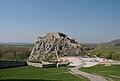 Bratislava-Devín - pohled na severní část hradu Devína od jihu 2.jpg