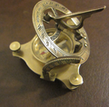 Bronze compass sundial 002.png