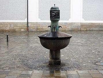 BrunnenLandhausplatzLinz 01.jpg
