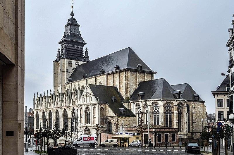 https://upload.wikimedia.org/wikipedia/commons/thumb/4/41/Bruxelles-Notre-Dame-de-la-Chapelle.jpg/800px-Bruxelles-Notre-Dame-de-la-Chapelle.jpg