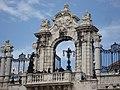 Buda Castle Gates - panoramio.jpg
