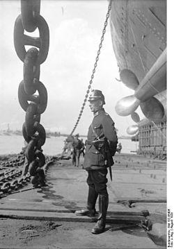 """Bundesarchiv Bild 102-06406, Bremen, Stapellauf des Dampfers """"Bremen"""".jpg"""