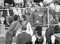 Bundesarchiv Bild 183-L0901-0201, XX. Olympiade, DDR-Turnerinnen, Karin Janz, Goldmedaille.jpg