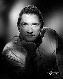 Yves Calvi photographié par le Studio Harcourt en 2010.