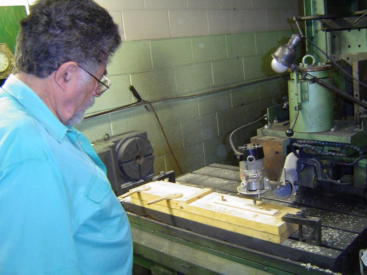 computerised wood cutting machine