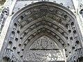 Caen eglise saintpierre portail-est tympan.jpg