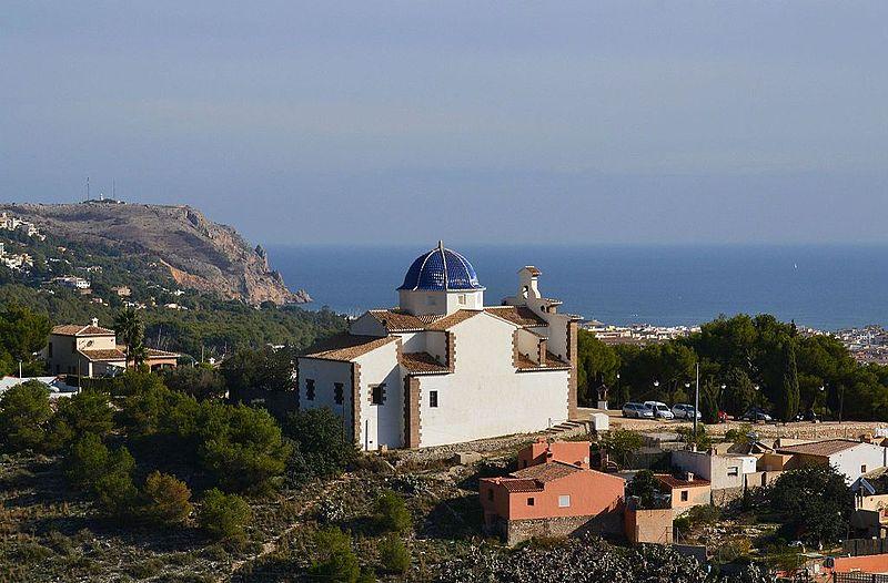File:Cap de sant Antoni i ermita del Calvari des de santa Llúcia, Xàbia.JPG