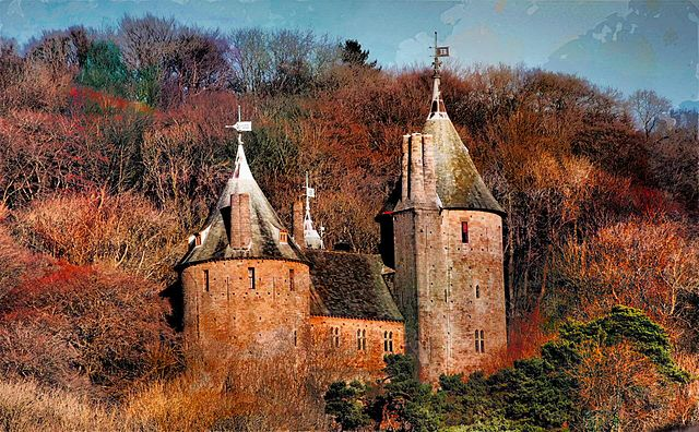 640px-Castle_Coch_from_A470.jpg