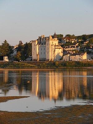 Das Schloss Montsoreau von der Loire